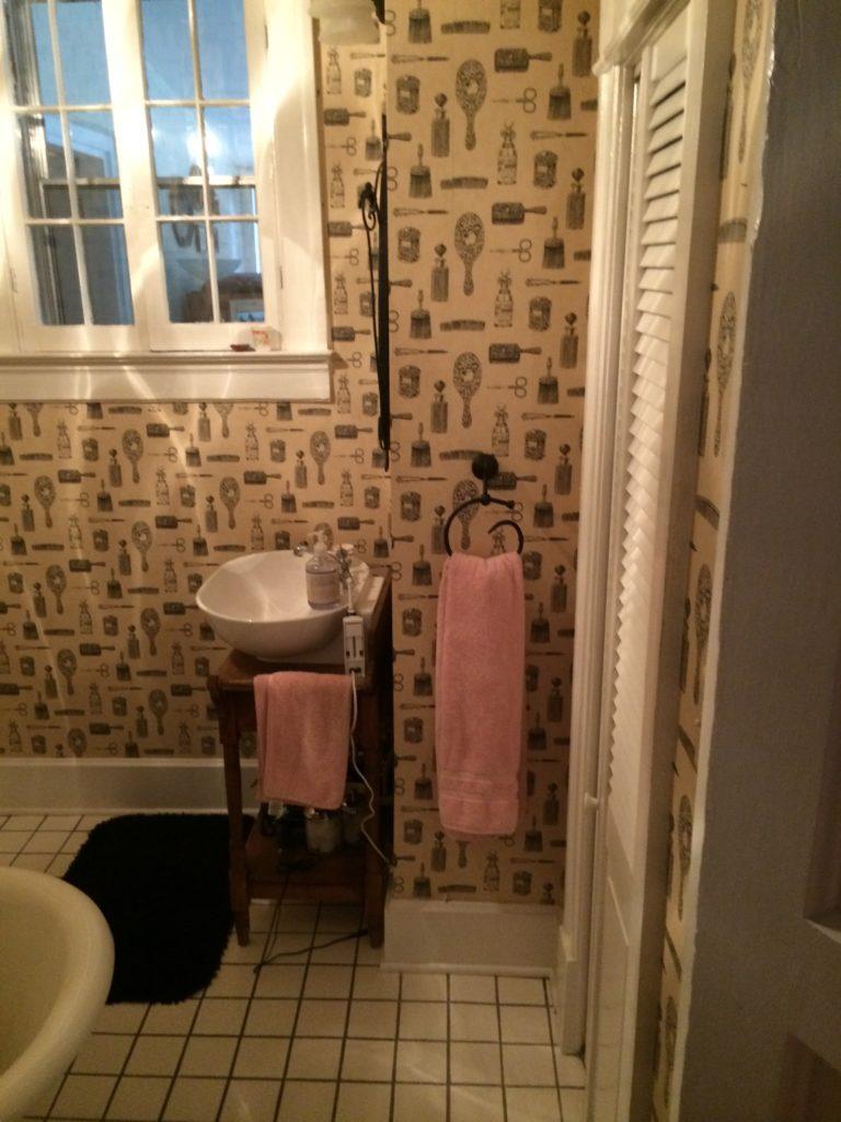 Roofing contractors lexington ky handyman replacement windows for Bathroom remodel lexington ky